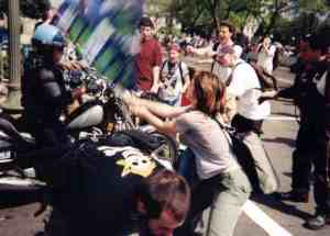 protesterattackscop